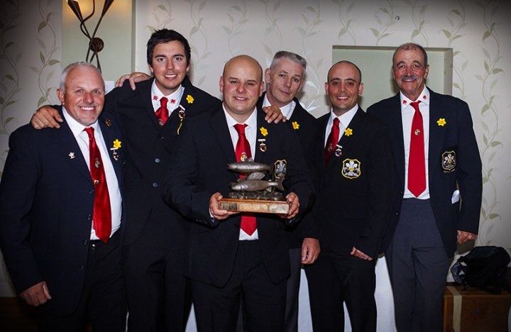 Welsh-Team-with-Trophy